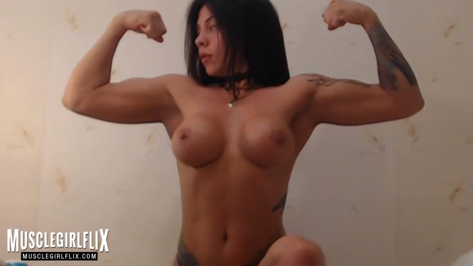 muscle girl cam